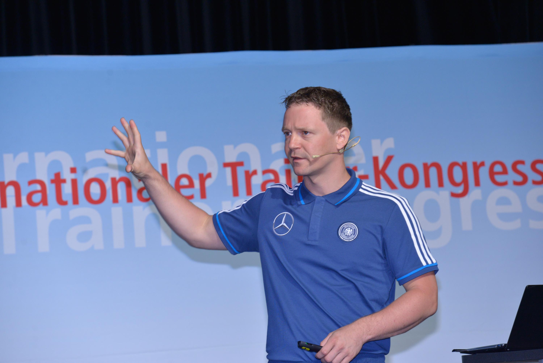 Dr. Thomas Hauser: Das Training der fußballspezifischen ...